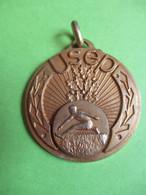 Médaille De  Sport Ancienne/Union Sportive De L'Enseignement Du Premier Degré/Course De Haies/Vers 1950-1960      SPO355 - Athletics