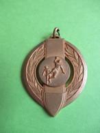 Médaille De  Sport Ancienne/Pendentif/HANDBALL/ Bronze Doré  / Vers 1970    SPO356 - Balonmano