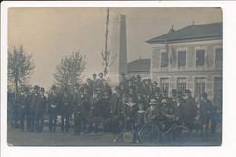 ♥ CARTE PHOTO ♥ à Identifier Autour D' Un Monument Aux Morts De La Guerre 1914 1918 ( Peut être Son Inauguration ? ) - To Identify