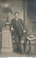 Carte-photo - Portrait En Studio D'un Homme Nommé KAN CHIN FA - Japonais ? - (Ca 1920) (BP) - Antiche (ante 1900)