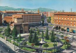 BOLOGNA - PIAZZA XX SETTEMBRE E MONUMENTO A UGO BASSI - AUTO D'EPOCA CARS VOITURES FIAT 500 600 - VIAGGIATA 1967 - Bologna