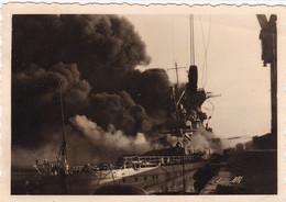 PHOTO ORIGINALE 39 / 45 WW2 WEHRMACHT FRANCE TOULON LE SABORDAGE DE LA FLOTTE LE PORT EN FEU - Krieg, Militär
