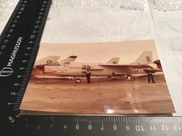 Photo  Couleur Porte-avions Foch Avion   Alliés  Journée De Visite Sur Le Porte-avions Avion à L'arrêt Hommes Femmes Enf - Anonymous Persons