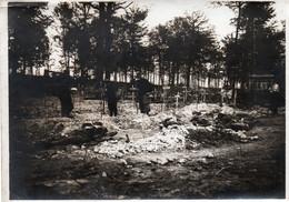 Belle Photo Originale 13x18 - Après La Bataille - L'inhumation Des Morts - A VOIR Texte Au Dos - War, Military