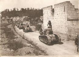 Photographie De 14-18, Nampcel (Oise), Chars Renault FT 17 Lors De La Bataille Du Matz, Juin 1918 - Guerre, Militaire