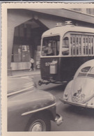 Photographie Prive Pays-Bas Automobiles Volkswagen Coccinelle Et Bus Autocar A Identifier Réf  2536 - Amsterdam