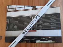 SNCF : Photo Originale L THOMAS : Panneau Affichage Gare Paris St Lazare En 1994 : Corail - Turbotrain - Dieppe Maritime - Treinen