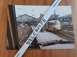 SNCF : Photo Originale L THOMAS : Autorail Turbotrain En Croisement En Gare De PARIS SAINT LAZARE (75) Le 30/04/1994 - Treinen