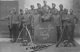 CHANTILLY - RARE CARTE PHOTO - SOUVENIR DES GREVES De CHANTILLY - 1910 - GROUPE Du 2ème HUSSARDS De SENLIS TRES BON ETAT - Chantilly