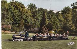 45.  ORLEANS. LE TRAIN ELECTRIQUE OFFERT PAR LA VILLE DE WICHITA (USA)  AU PARC PASTEUR. ANNÉES 50 COULEUR - Orleans