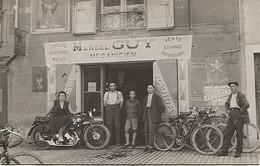 X124664 AVEYRON MILLAU CARTE POSTALE PHOTO MARCEL GUY MECANICIEN CYCLES MOTOS MOTO VELO CYCLISME BICYCLETTE - Millau
