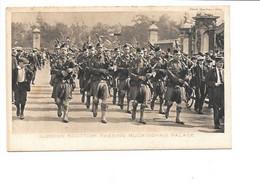London Scottish Passing Buckingham Palace. Raphael Tuck. ( Militaire Écossais, Cornemuse, Musique ) - Non Classificati