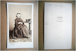 PHOTO CDV MME CHOUME FEMME ELEGANTE ROBE MODE Cabinet PAILLAT A PARIS - Alte (vor 1900)
