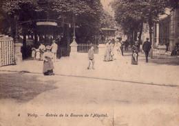 CPA - CARTE LETTRE VICHY -  N° 6 -  ENTREE DE LA SOURCE DE L'HOPITAL - FORMAT DOUBLE PANORAMIQUE REPLIABLE - 18X14 - - Vichy