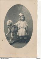Carte-Photo : Portrait D'une Filette Et Son Cheval De Bois Par ADAM à Colmar  (jouet, Toy) (Ca 1920) (BP) - Ancianas (antes De 1900)