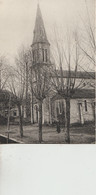 Laas  64   L'Eglise Et La Place Animée - Andere Gemeenten