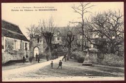 Berbiguières Entrée Du Château  - Cp Animée * Dordogne 24220 * Berbiguières Arrondissement Sarlat-la-Canéda - Andere Gemeenten