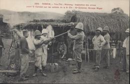 CPA Indochine Indo Chine Viet Nam Tonkin Yen-Thé Motrang Inspection Arme Avant Combat Par Soldats 8e Cie 10° Colonial - Vietnam