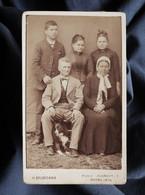 Photo CDV H. Gaudichon à Bourg - Groupe Familial, Couple Enfants Et Chien, Circa 1890 L322 - Alte (vor 1900)