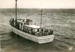 Photo Cpsm 50 CARTERET. Départ Du Bateau Pour Jersey 1955 - Carteret