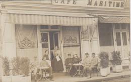 Granville Carte Photo 50  Devanture Café Maritime Militaires Et Clients En Terrasse  Rue Lecampion  Superbe - Granville