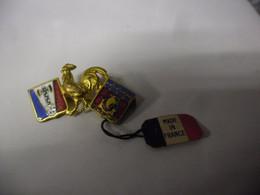RARE BROCHE EPINGLETTE PETAINISTE WW2 GUERRE 1939 1945 PETAIN COQ FRANCISQUE BLASON PARIS Bateau Fluctuat Nec Mergitur - 1939-45