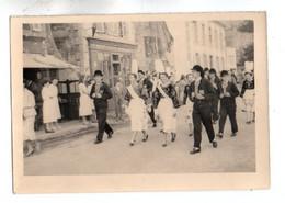 Photo 316, Bretagne Concarneau - Fete Des Filets Bleus - Bagad - 20 Aout 1956, Photo Amateur, Format 10 X 7 Cm, Bon état - Orte