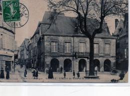 24 - SARLAT - L'hôtel De Ville - ANIMATION - Sarlat La Caneda