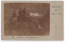 CARTE PHOTO : AU CIRQUE DE GAVARNIE - SOUVENIR DES PYRENEES - DES TOURISTES FEMMES EN RANDONNEE - ECRITE EN 1903 - R/V - - Gavarnie