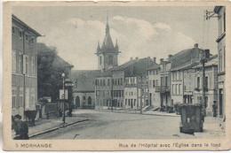 57 MORHANGE  Rue De L'Hôpital Avec L'Eglise Dans Le Fond - Morhange
