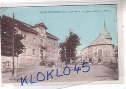 39 LES BOUCHOUX ( Jura ) Alt. 960 M. - La Place L'Eglise Et La Mairie - Animé Elèves  CPA Rodet Blanchon - Altri Comuni