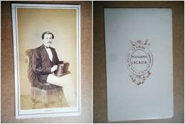 PHOTO CDV 19 EME HOMME ELEGANT ET SON CHAPEAU HAUT DE FORME  MODE  Cabinet LACROIX  A LE HAVRE - Oud (voor 1900)