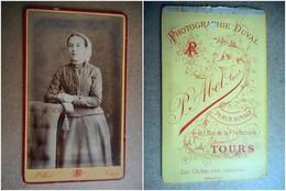 PHOTO CDV 19 EME JEUNE FILLE EN TENUE REGIONALE COIFFE  MODE  Cabinet ABEL  A TOURS - Anciennes (Av. 1900)
