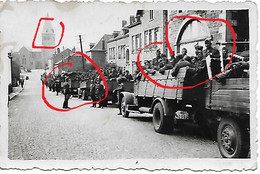 Photo Foto 2WK WW2 WWII Bertrix Convoi Wehrmacht LKW Camion Rue De Burhaimont - Guerre, Militaire