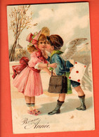 ZDA-14  Bonne Année  Garçon Ange Facteur Apportant Une Lettre à Une Fillette à Chapeau.Gaufré, Circ. Timbre Manque - New Year