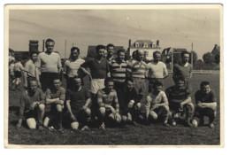 35 - VITRÉ - 8 Mai 1955 - Equipe De Joueurs - Phot. Lepinçon à Vitré - Sports