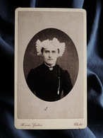Photo CDV Galais à Cholet  Portrait Femme  Coiffe Régionale Angevine  CA 1880 - L335A - Antiche (ante 1900)