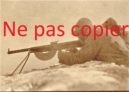 PHOTO FRANÇAISE  - POILU DANS LA NEIGE EN POSITION DE TIR AU FUSIL MITRAILLEUR FM CHAUCHAT - GUERRE 1914 1918 - 1914-18