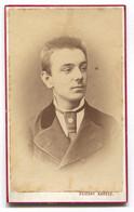 OLD CARDBOARD CABINET PHOTO, ATELIER ZELESNY KAROLY PECS HUNGARY, D 105 X 60 Mm - Anonieme Personen