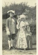 Carte Photo Couple En Costume De Théâtre à La Campagne..... , Non Circulée - Coppie