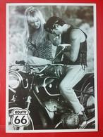 KOV 20-25 - EROTIC, EROTIQUE, COUPLE, COUPLES, Par, Embraced, Adopté, Abrazado, Ljubav, Moto, Motorbike, Moteur - Coppie