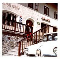 Photo Carrée B.B. Originale Nez D'Alfa Romeo Giulietta, Propriétaire Au Bouteilles De Champagne - Café Del Moro En1967 - Cars