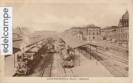 LUDWIGSHAFEN : La Gare,Locomotives . - Ludwigshafen