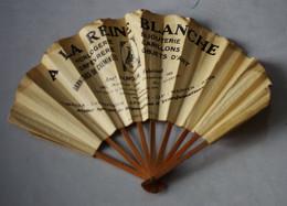 Rare Eventail  Publicitaire Chambrelent Bois Et Papier A La Reine Blanche Horlogerie Samour Aveniue Des Gobelins Paris - Pubblicitari