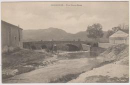 D83 - BRIGNOLES - PONT NOTRE DAME - Plusieurs Personnes Sur Le Pont - Brignoles