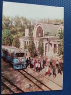 UKRAINE.  KHARKOV / Kharkiv. Pioneer RAILWAY STATION - LA GARE - BAHNHOF 1950s / Train - Stazioni Con Treni