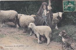 Vieille  Bergere Et Ses Moutons - Altri Comuni
