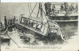 PARIS -  L'ACCIDENT DU PONT DE L'ARCHEVÊCHÉ - Un Omnibus Automobile Dans La Seine - Transporte Público