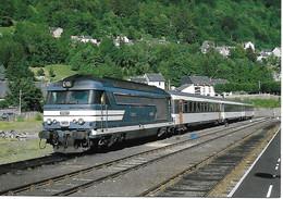 63 - LE MONT DORE  - LE TRAIN LE THERMAL EN GARE  - BB67556  - LE RAIL USSELOIS - PARFAIT ETAT - Stations With Trains