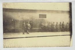 BRUGES - BRUGGE - Duitse Photo W.O.I - Afm. Ong. 13 X 8,5 Cm - Soldaten Te Brugge - Te Identificeren - Brugge